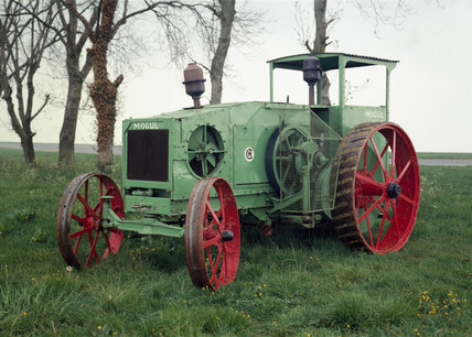 International Harvester Mogul tractor, 1913-1918.
