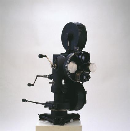 35mm two-colour cine camera, 1923-1926.