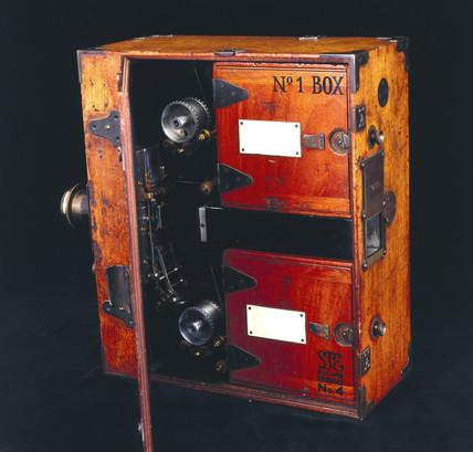 Moy 35mm cine camera, 1909.