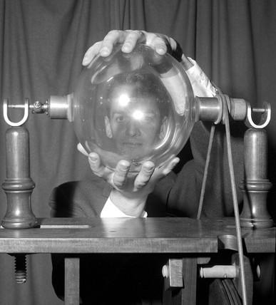 Demonstration of Hauksbee's electrostatic machine, c 1960s.