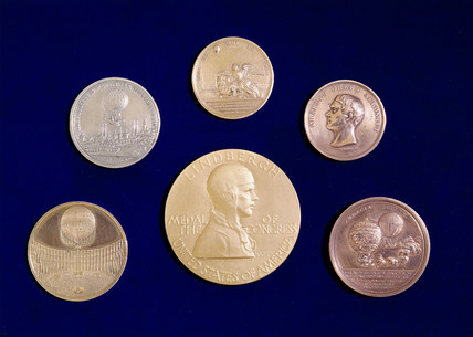 Medals commemorating pioneers of manned flight, 18th-20th century.