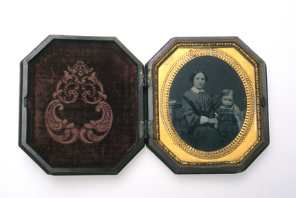 Octagonal shellac Union case, 1851.