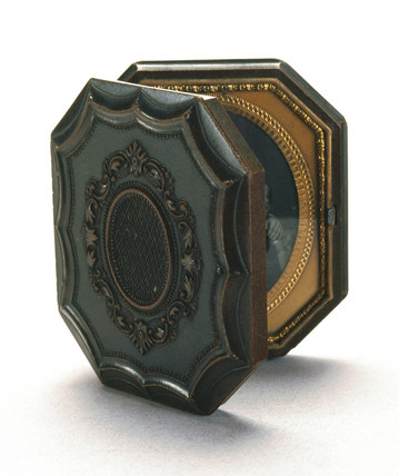 Octagonal shellac Union case, 1851.