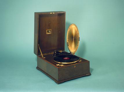 HMV gramophone, 1923.