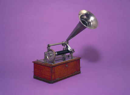 Graphophone dictation machine.