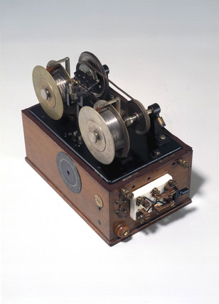 Poulsen's Telegraphone, 1903.