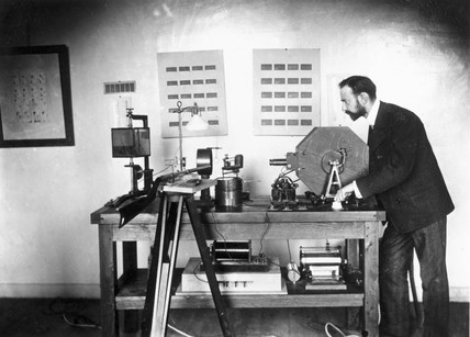 Lucien Bull with his high-speed camera, Paris, 1904.