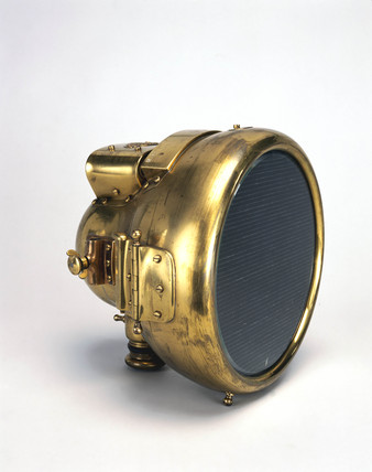 'No-Glare' motor headlamp, 1911.