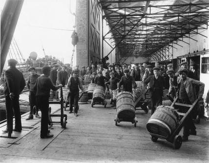 Boy dockers, Holyhead docks, 1909.
