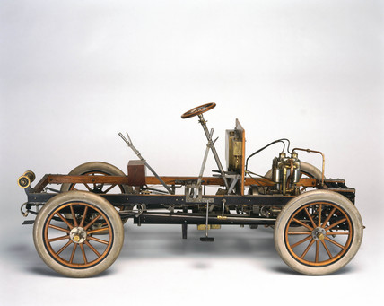 Motor car chasis, 1904.