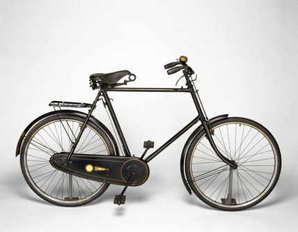 'Golden Sunbeam' bicycle, c 1907.