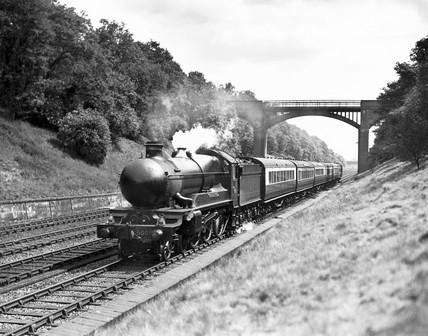 Manorbier Castle' No. 5005, G.W.R. steam locomotive, c1930s.