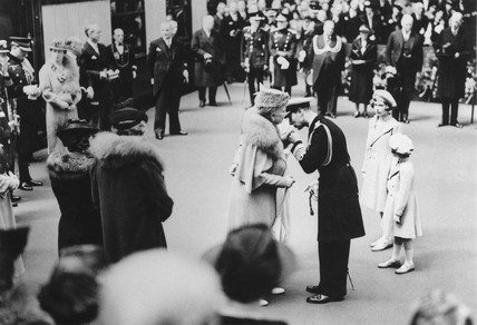 King George VI kises Queen Mary, 26 May 1939.