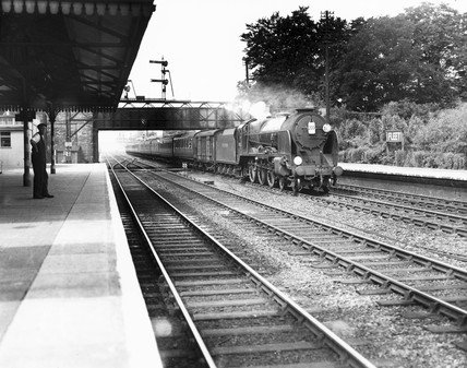 Southern Railway 'Lord Nelson' pasing through Fleet Station, 22 June 1946.