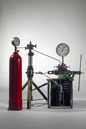 Apparatus used to discover polyethylene, 1933.