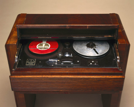 Duo-Trac 'Cell-o-Phone' optical tape player, c 1936.