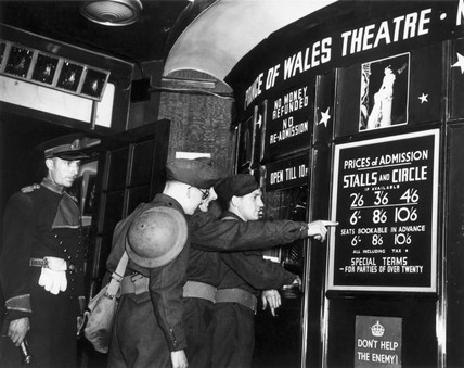 Soldiers buying theatre tickets, Second World War, c 1939-1945.
