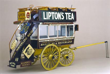 Horse-drawn omnibus, 1911.