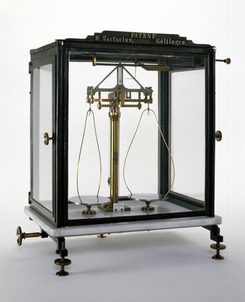 Short-beam analytical balance, 1876.