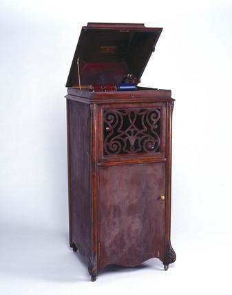 Edison 'Amberola' phonograph, 1909.
