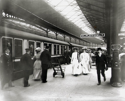 Euston Station, platform 6, 1909.