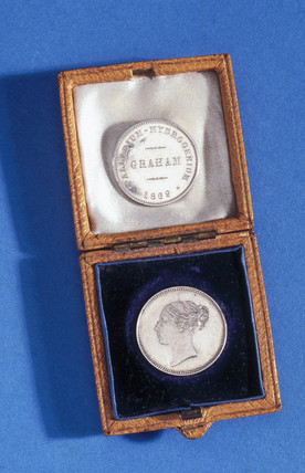 Medal commemorating the life of Thomas Graham, 1869.