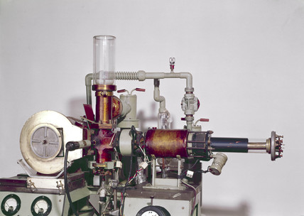 Electron diffraction camera, 1938-1959.