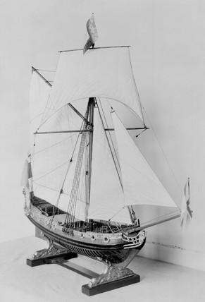 Stuart yacht. Bow quarter.