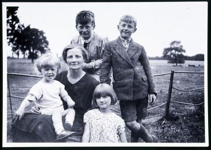 Arthur C Clarke with family group, c 1929.