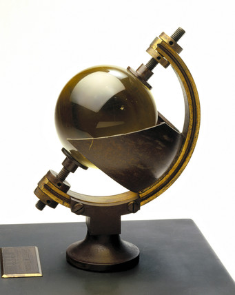 Campbell-Stokes sunshine recorder, 1899.