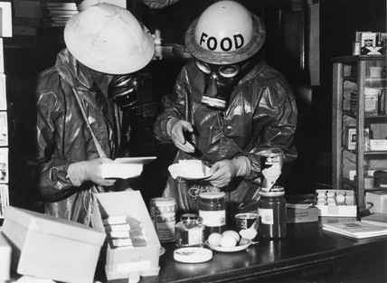 Practicing the decontamination of food, 8 May 1941.
