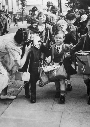 Child evacuees depart, London, 1939.
