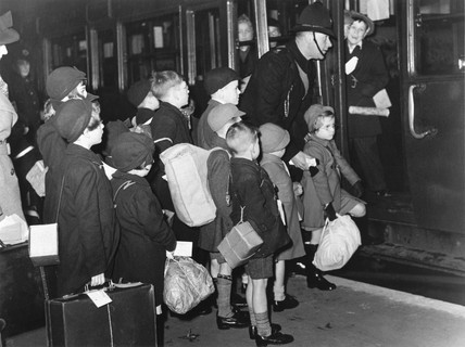 Child evacuees depart, 14 December 1939.
