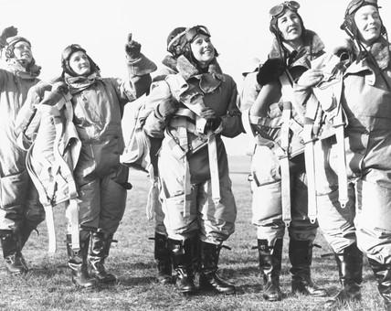 Women pilots looking skywards, 10 January 1