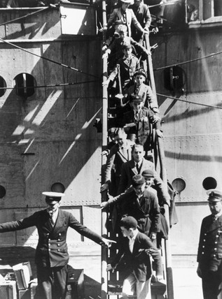 British evacuees arriving in South Africa, Second World War, 12 October 1940.