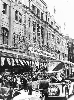 Paper chase, Croydon, World War Two, 21 November 1941.