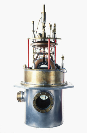 Liquid hydrogen bubble chamber, 1957.