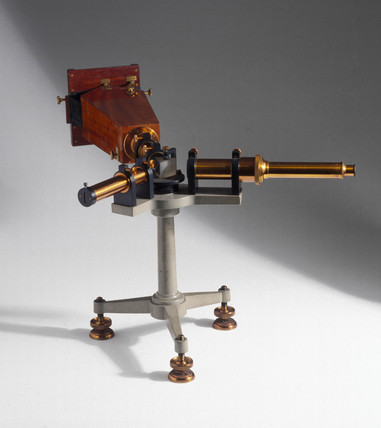 Hilger wavelength spectrometer with camera, c 1919.