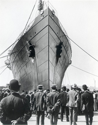 'Lusitania' arriving in New York on her maiden voyage, c 1906.