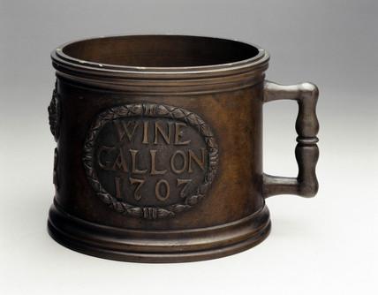 Bronze standard wine gallon measure, 1707.