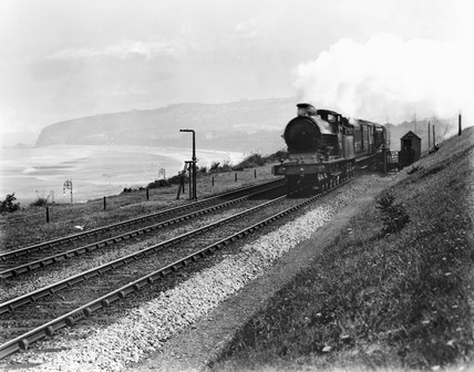 Mail train picking up a mail pouch at Colwyn Bay, 1909.