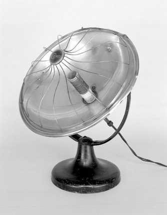 The Cosmos electric fire, 1930.