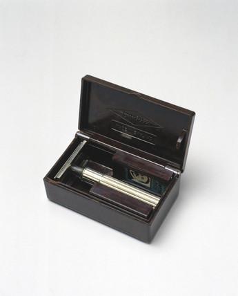 Gillette safety razor in bakelite box, c 1930s.