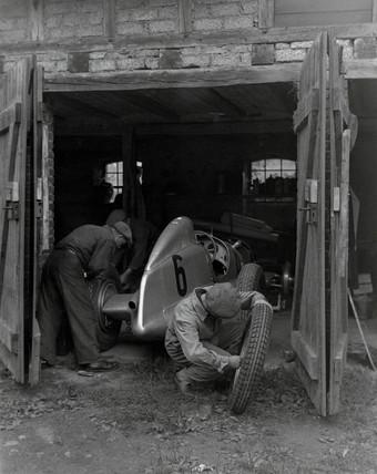 Mechanics working on Caracciola's racing ca