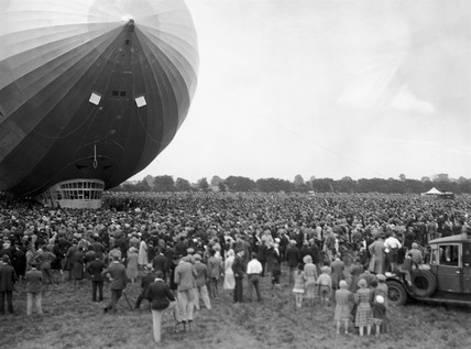 Crowds watch the landing of the Graf Zeppelin, Hanworth, 18 August 1931.