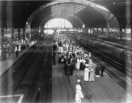 Crowds at Paddington Station, London, 2 July 1908.
