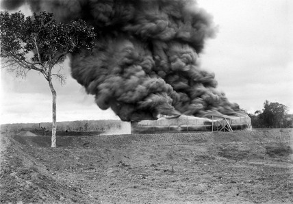 Oil tank fire, Potrero, Mexico, 9 April 1914.