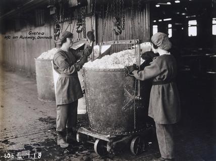 Women munitions workers, Dornock, near Gretna, Scotland, 1918.