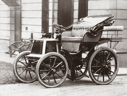 The first car in Britain fitted with wheel steering, 1898.