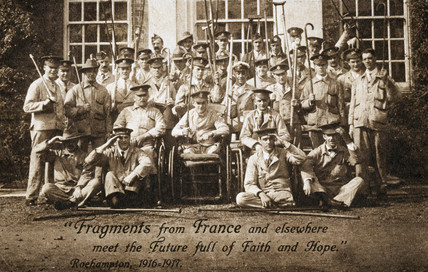 Group portrait of soldiers, many of them amputees, 1916-1917.